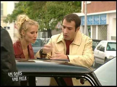 Un gars une fille fr s04e64 cin mur for Salon un gars une fille